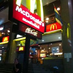 Photo taken at McDonald's & McCafé (แมคโดนัลด์ & แมคคาเฟ่) by Janeey B. on 7/23/2012