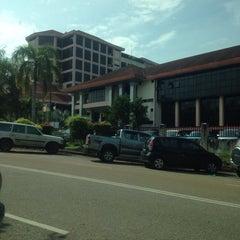 Photo taken at Jabatan Imigresen Malaysia by Merlyn C. on 11/8/2013