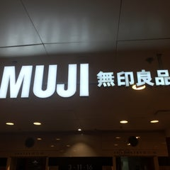 Photo taken at Muji 無印良品 by Ron A. on 4/16/2015