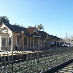 Photo taken at Menlo Park Caltrain Station by Anatoliy S. on 1/17/2013