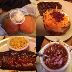 Photo taken at Texas Roadhouse by Joey Y. on 8/11/2015