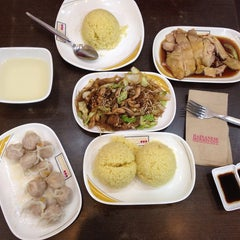 Photo taken at Hainanese Delights by Marga A. on 8/2/2014