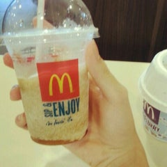 Photo taken at McDonald's by Zhi T. on 7/27/2015