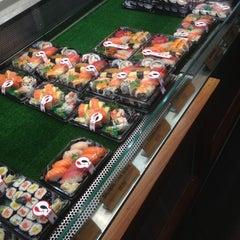 Photo taken at Sushi Sushi by Izzy ☆. on 11/29/2012