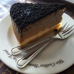 Photo taken at The Coffee Bean & Tea Leaf by Lynda C. on 12/25/2012