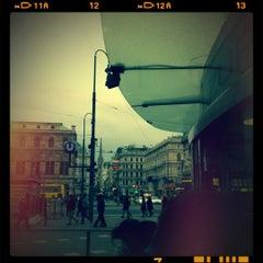 Das Foto wurde bei Würstelstand Zur Oper von Daniel Prantl J. am 10/26/2012 aufgenommen