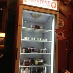 Photo taken at Cold Stone Creamery (โคล สโตน ครีมเมอรี่) by 안젤라 민. on 1/26/2013