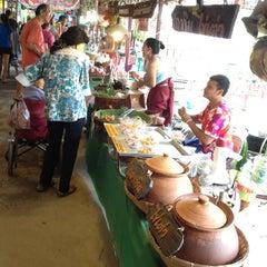 Photo taken at ตลาดโก้งโค้ง บ้านแสงโสม (Talard Kong Khong) by JOY on 4/14/2013