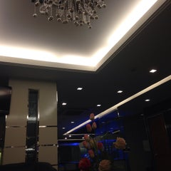 Photo taken at Pratunam Pavilion Hotel by Qhalilah K. on 5/9/2015