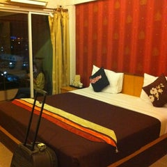 Photo taken at Plai Garden Boutique Guesthouse Bangkok by Jesie B. on 11/21/2012