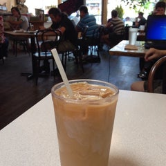 Photo taken at Winnings Coffee by Diana P. on 7/9/2014