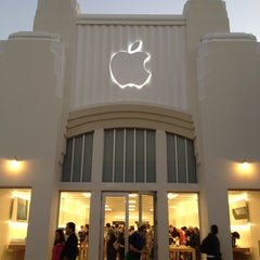 Photo taken at Apple Store, Lincoln Road by Petr K. on 11/20/2012