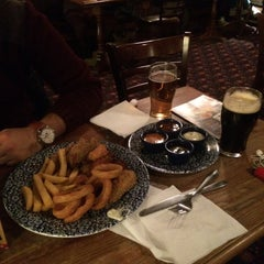 Photo taken at The Walnut Tree (Wetherspoon) by Safiye Y. on 11/22/2015