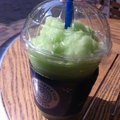 Photo taken at EDIYA COFFEE by Geumock J. on 4/14/2012