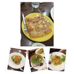 Photo taken at Mabuba Halal Food by Burinjang on 6/18/2012
