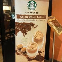 Photo taken at Starbucks by 高橋 庸. on 3/20/2013