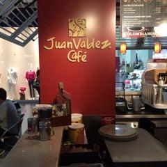 Photo taken at Tienda Juan Valdez by Fito O. on 3/15/2014
