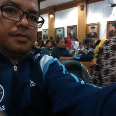 Photo taken at Rektorat Universitas Udayana by Muhammad Rizki N. on 9/18/2014