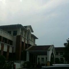 Photo taken at Sekolah Sultan Alam Shah (SAS) by Faiq N. on 5/27/2015