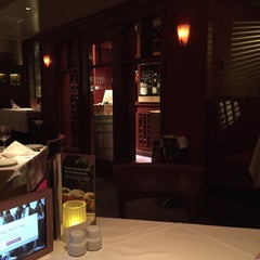Photo taken at Fleming's Prime Steakhouse & Wine Bar by Mnahi 2. on 1/4/2015