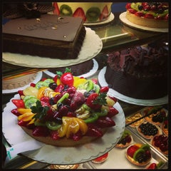 Photo taken at La Tropezienne Bakery by Durinda U. on 1/15/2013