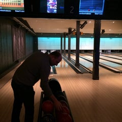 Photo taken at Party & Bowling De Worp Deventer by Mark D. on 12/4/2014