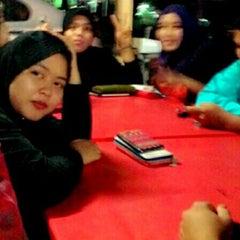 Photo taken at Restoran Gemilang Tom Yam by Nurul Azira Hasrin on 10/19/2014