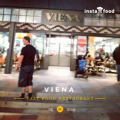 Photo taken at Viena by Pepe T. on 9/5/2015