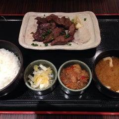 Photo taken at 焼魚食堂 魚角 学芸大学店 by Yuho K. on 6/13/2014