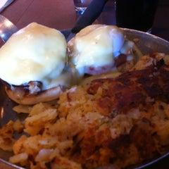 Photo taken at Thomas's Ham 'N' Eggery Diner by Jane L. on 2/17/2013