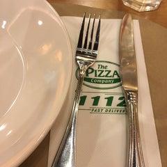 Photo taken at The Pizza Company (เดอะ พิซซ่า คอมปะนี) by Ggparn n. on 3/16/2016