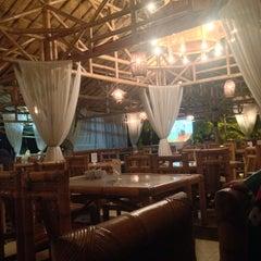 Photo taken at Restoran Istana Bambu by Fee Jaafar 🌸 on 1/28/2016