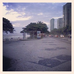 Photo taken at Barra da Tijuca by Romulo T. on 6/2/2013