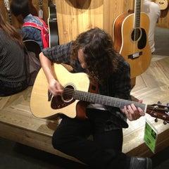 Photo taken at Guitar Center by juan A. on 8/31/2013