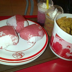 Photo taken at KFC by AYUTIA PERTIWI on 1/15/2014