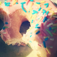 Photo taken at Dunkin' Donuts by Enrique P. on 3/29/2012