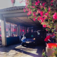 Photo taken at Red Carpet Car Wash by Nicholas Z. on 10/29/2013