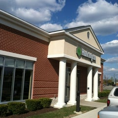 Photo taken at Huntington Bank by J.R. A. on 4/12/2012