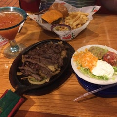 Photo taken at Chili's Grill & Bar by Sari A. on 5/1/2015