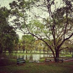 รูปภาพถ่ายที่ สวนวชิรเบญจทัศ (สวนรถไฟ) Vachirabenjatas Park (Rot Fai Park) โดย Ratthaket I. เมื่อ 12/9/2012
