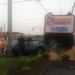 Photo taken at Dunkin Donuts by Sheila H. on 6/10/2013
