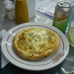 Photo taken at Pizzaria Caramboleta by Leandro L. on 10/28/2012