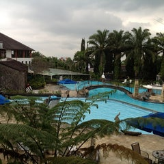 Photo taken at Klub Bunga Butik & Resort by Dian D. on 3/30/2013