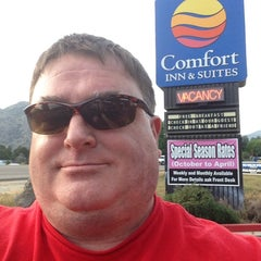 Photo taken at Comfort Inn & Suites Sequoia Kings Canyon by Freek B. on 5/4/2014