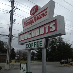 Photo taken at Krispy Kreme Doughnuts by Da Jung C. on 3/31/2013