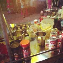 Photo taken at นมอี๊ หน้าร้านเคซีเทรดดิ้ง by Teerapon S. on 9/24/2012