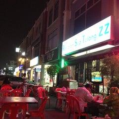 Photo taken at Restoran ZZ Sup Tulang by Faizal Riza R. on 6/20/2013