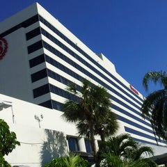 Photo taken at Sheraton Miami Airport Hotel & Executive Meeting Center by Yonis Y. on 11/23/2012
