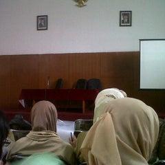 Photo taken at Dinas Kesehatan (DinKes) Kota Bandung by Vinsentia J. on 5/15/2013