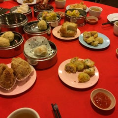 Photo taken at Wong Chow Dim Sum (皇座香港点心) by irene o. on 2/1/2015